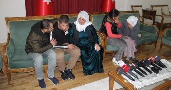 HDP önündeki iki aile daha evladına kavuştu