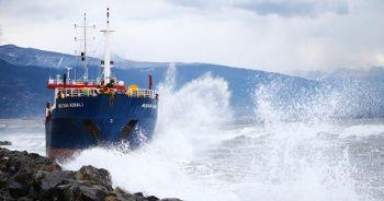 Karaya oturan kargo gemisine müdahale edilemiyor