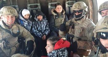 Karda mahsur kalan öğrenciler helikopterle tahliye edildi