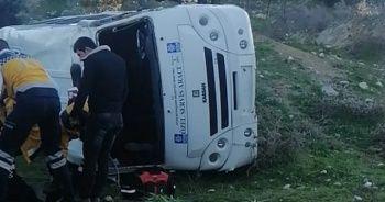 Minibüs şarampole devrildi: 1 ölü, 1 yaralı