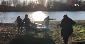 Mülteciler botlarla Yunanistan'a geçmeye çalışıyor