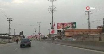 Pakistan'da caddeler Türk bayraklarıyla donatıldı