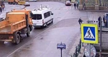 Rusya'da nehre düşen genci polis kurtardı