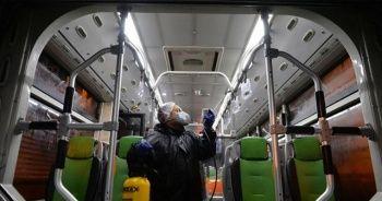Tahran Belediyesi koronavirüsle mücadele kapsamında dezenfekte çalışması yapıyor