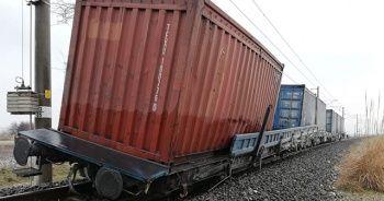 Tren vagonu raydan çıktı