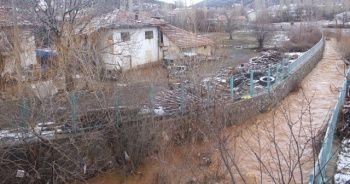 Uşak'ta barajın çatlaması nedeniyle boşaltılan köylerde endişeli bekleyiş sürüyor