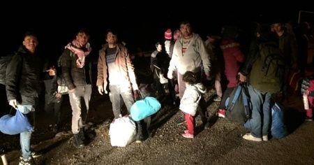 Göçmenler Avrupa'ya gitmek için Çanakkale'ye gelmeye başladı