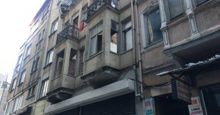 Beyoğlu'nda metruk binada çökme meydana geldi