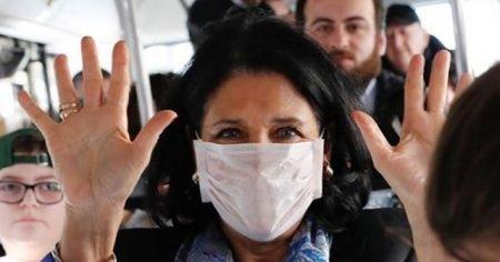 Devlet başkanından, korona virüse karşı maskeli önlem