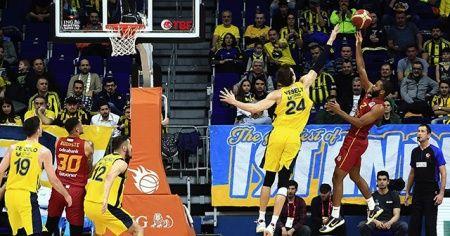 Galatasaray basketbolda da Fenerbahçe'yi deplasmanda yenememe serisini bitirdi