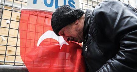 İdlib'deki saldırı Rusya'nın İstanbul Başkonsolosluğu önünde protesto edildi