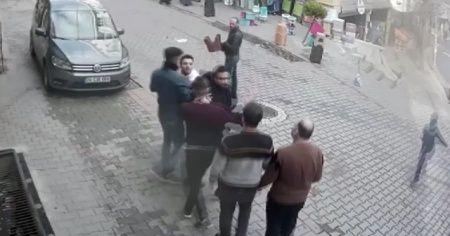 İki grubun makaslı, cam şişeli kavgası kamerada