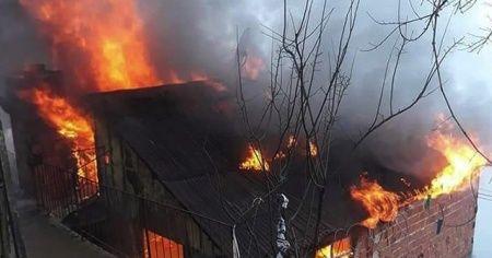 Köy evinde çıkan yangın korkuttu