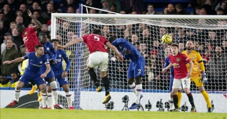 Manchester United, deplasmanda Chelsea'yi iki golle geçti