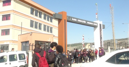 Mersin'de hareketli dakikalar! Okul tatil edildi