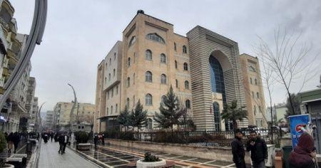 Cizre'de kaymakamlık binasında intihar