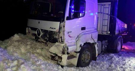 Zincirleme trafik kazası: 2 ölü, 3 yaralı