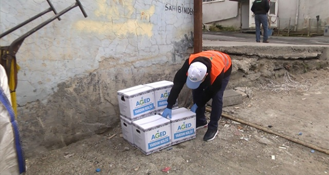 AGED'den sokak toplayıcılarına destek