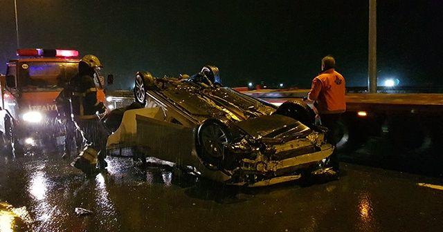 Kocaeli'de otomobil bariyere çarptı: 2 yaralı
