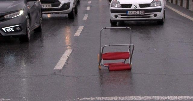 Yola sandalye atıldı, beton mikseri ve otomobil çarpıştı