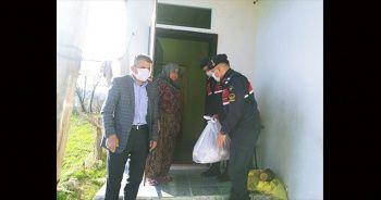 65 yaş üstü vatandaşlara jandarmadan gıda yardımı