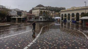Atina Kovid-19 önlemleri nedeniyle 'hayalet kent'e döndü