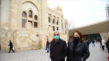 Azerbaycan, koronavirüs ile mücedelenin birinci ayında 'yeni hayata' alışmaya çalışıyor