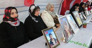 Diyarbakır anneleri koronovirüse karşı tedbir alıp eylemlerini sürdürüyor