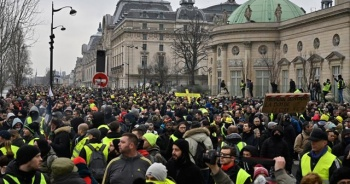 Fransa'da sarı yelekliler gösteri yasağına rağmen sokaklara çıktı