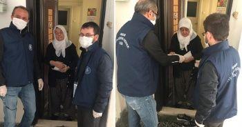 Maaşı evine teslim edilen yaşlı kadın: 'Oğlum bunun içinden harçlık alın'