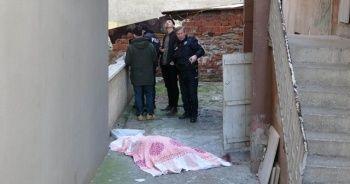 Misafir olduğu evin önünde kanlar içinde ölü bulundu