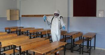 Okullar, meslek liselerinde üretilen dezenfektanla temizleniyor