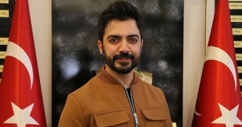 Sanatçı Yusuf Güney'in Mehmetçik hassasiyeti