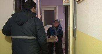 Türkiye Gazetesi dağıtım personellerinden yaşlı okuyucularına büyük vefa