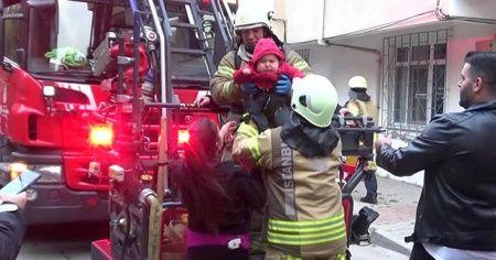 Apartmanın bodrumunda yangın çıktı, 3 çocuklu aile evde mahsur kaldı