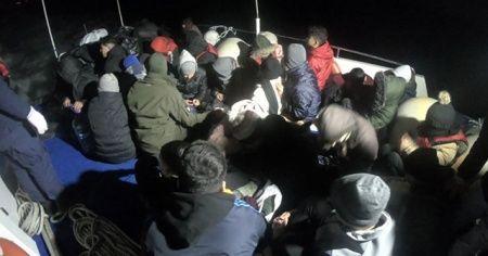 Çeşme ve Dikili açıklarında 50 yabancı uyruklu yakalandı