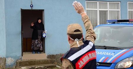 Jandarma ihtiyaçlarını karşıladığı yaşlılara devletin şefkatli elini uzatıyor