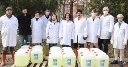 Okulu fabrikaya çevirip, 10 günde 150 ton hijyen solüsyonu ürettiler