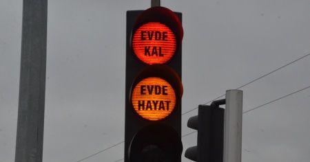 Ordu'da trafik lambalarında 'evde kal' uyarısı
