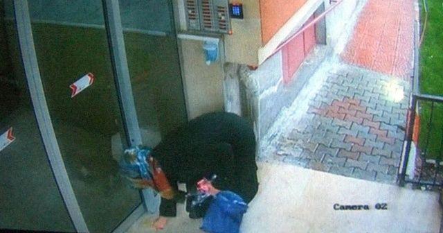 Elindeki sıvıyı asansör ve kapılara süren kadın yakalandı