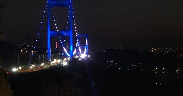 İstanbul'daki iki köprü, Türk Polis Teşkilatının 175. yılı kapsamında mavi-beyaz renkleriyle aydınlatıldı
