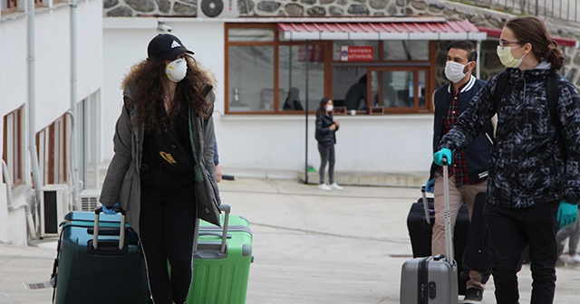 Kanada'dan getirilen Türk öğrenciler Trabzon'da karantinaya alındı