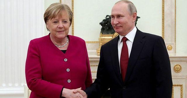 Putin, Merkel ile telefonda görüştü