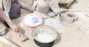 Aç çocukları için taş kaynatan Kenyalı anne, ülke gündemine oturdu