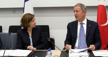 Bakan Akar, Fransa Savunma Bakanı Parly ile telefonda görüştü