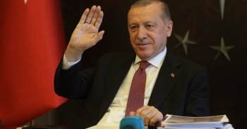 Cumhurbaşkanı Erdoğan, Vefa Destek Gruplarının yardım ettiği ailelerle görüştü