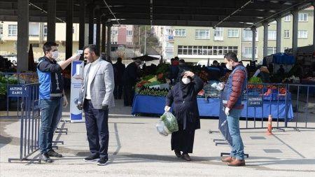 Ankara'daki sebze pazarında 'Kovid-19 talimatları' uygulanmaya başlandı
