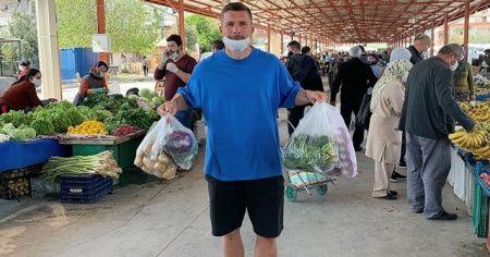 Antalyasporlu Podolski'den maskeli pazar alışverişi paylaşımı