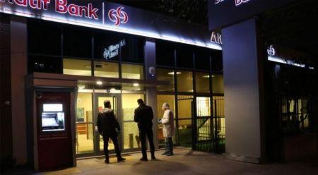 Banka soymaya çalışırken yakalandılar
