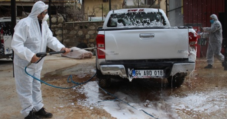 Bu beldede tüm araçlar ücretsiz dezenfekte ediliyor